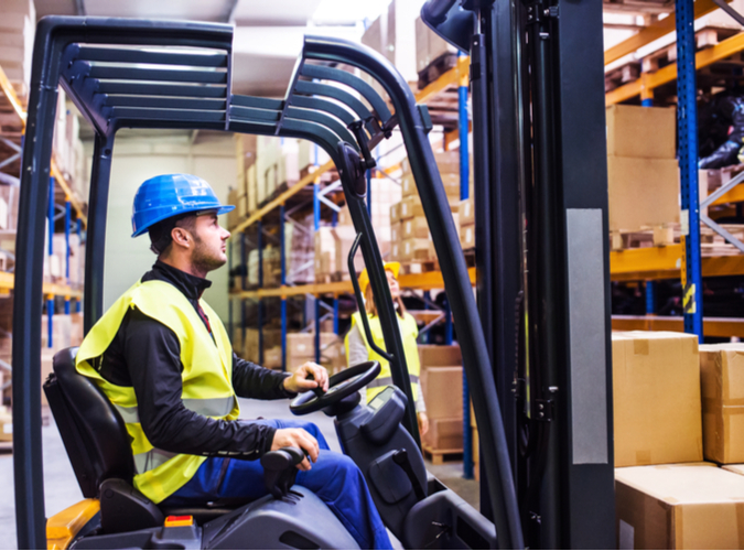 What's the Difference Between Telehandlers and Forklifts?